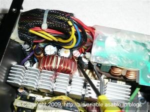 PC電源の液漏れしたコンデンサ
