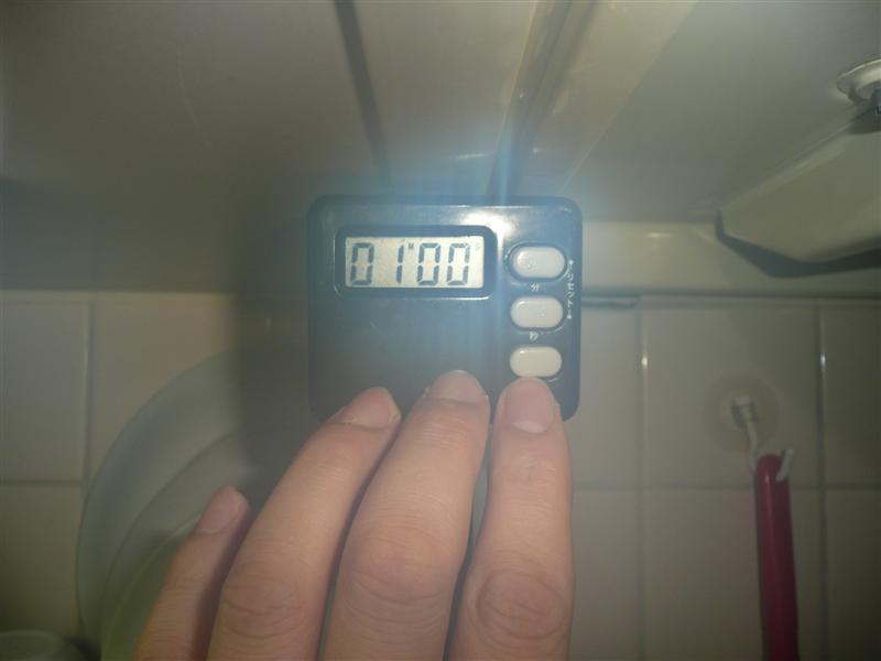塩を小さじ一杯くらい入れた沸騰したお湯に約1分ゆでる