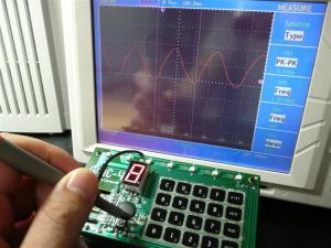 オシロスコープで発振周波数を測る