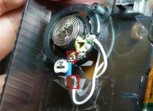 赤い部分の半田を外し、1kΩの半固定抵抗器を入れるだけ