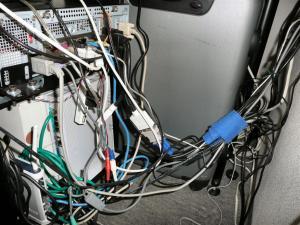 パソコンの裏側を整理したつもり