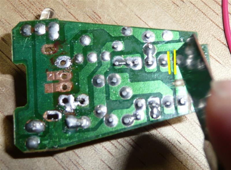 基板の加工方法。カットしたい部分にカッターで2箇所スジを入れる