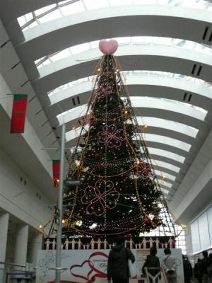 クイーンズタワー内のクリスマスツリー