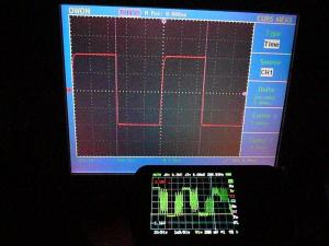 周波数の丸め処理はされていないらしく、オリジナルのファームと波形表示が異なる