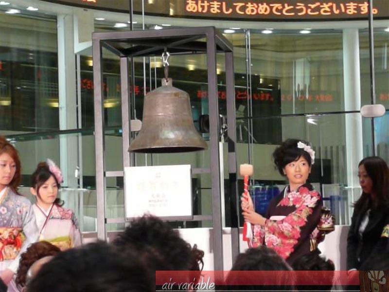 鐘は着物を着た人5名が1回ずつ鳴らす