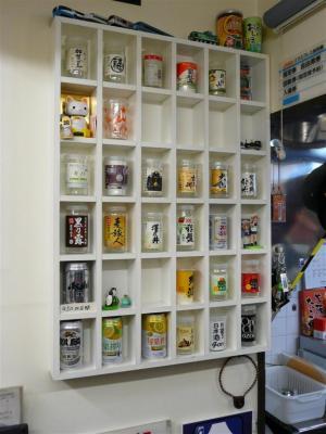 店内は各種ワンカップやドリンク類が300円~