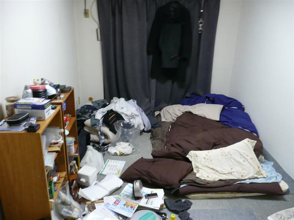 散らかった引越し前の部屋