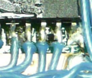 抵抗やコンデンサは1005タイプの小さいものを使用