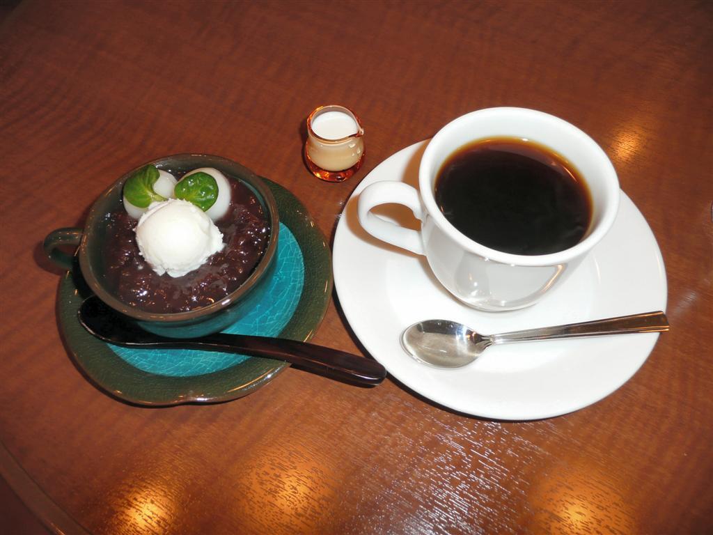 荻窪ルミネ5階のcafe petroのコーヒーゼリーぜんざいはうまい!