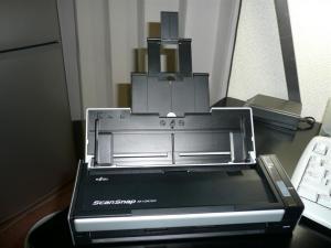 サイズはA4まで、長押しすると約800mmまでの原稿が読める