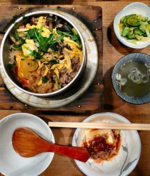 鳥スープ、自家製おしんこ、冷奴付きで900円