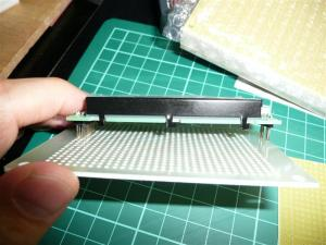 普通の基板はLCDの固定が難しい