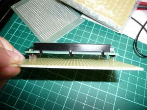 同じ基板サイズでも、秋月B基板ならLCDが固定できる
