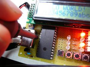 PIC16F877Aボードがまともに動き始めた