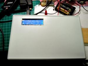 ケース加工は半日でLCDの窓とスイッチの穴の一部だけ
