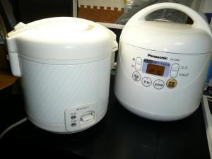 今まで使っていた日立製の炊飯器と2ショット