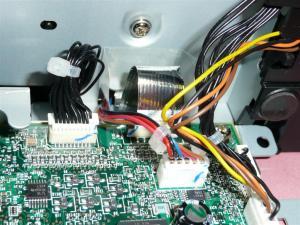 センサー部はシールド処理が施されており、L・C・R部品でインターフェースが組まれている
