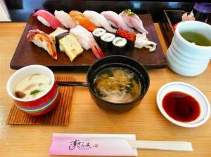 すしざんまいAKIBA1F店で昼食