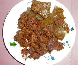 菜心のラー油を使って牛肉とこんにゃくのピリ辛炒め