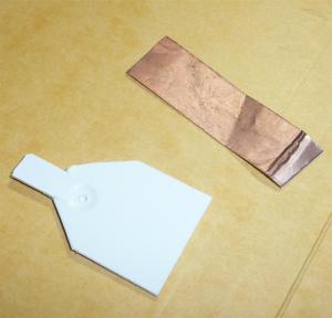 このように切って、銅箔テープを用意し、