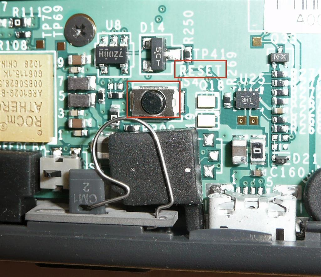 フタを開けなければ押される事はないリセットスイッチ