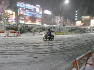 雪の荻窪駅
