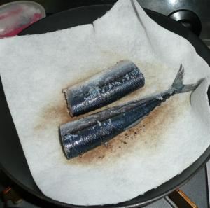 さんまをフライパンで調理