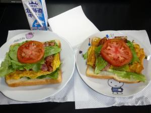 ベーコンレタストマト卵サンド