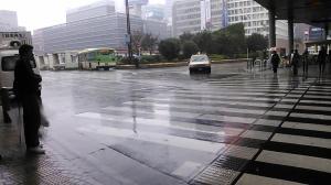 雨の日の新宿P-07Dで撮影