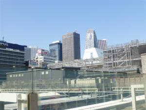 新宿新南口に建設中のビル