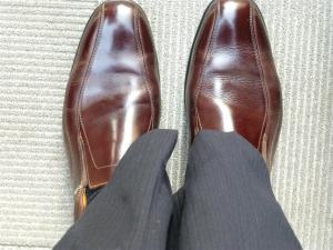 東京駅丸の内口北口の路上靴磨きでピカピカ