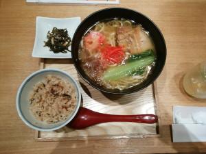 沖縄酒家 DEIGO TOKYO ラフテーそば