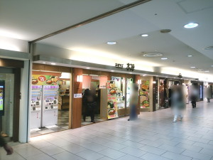 JR新宿(小田急線側)「箱根そば・本陣」