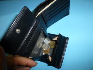 愛用の財布を100均の革端切れで修理