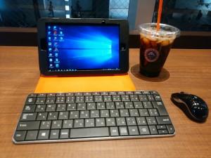 喫茶店でパソコン