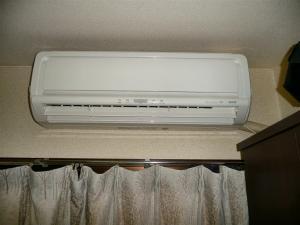 新しいエアコンのある新しい部屋